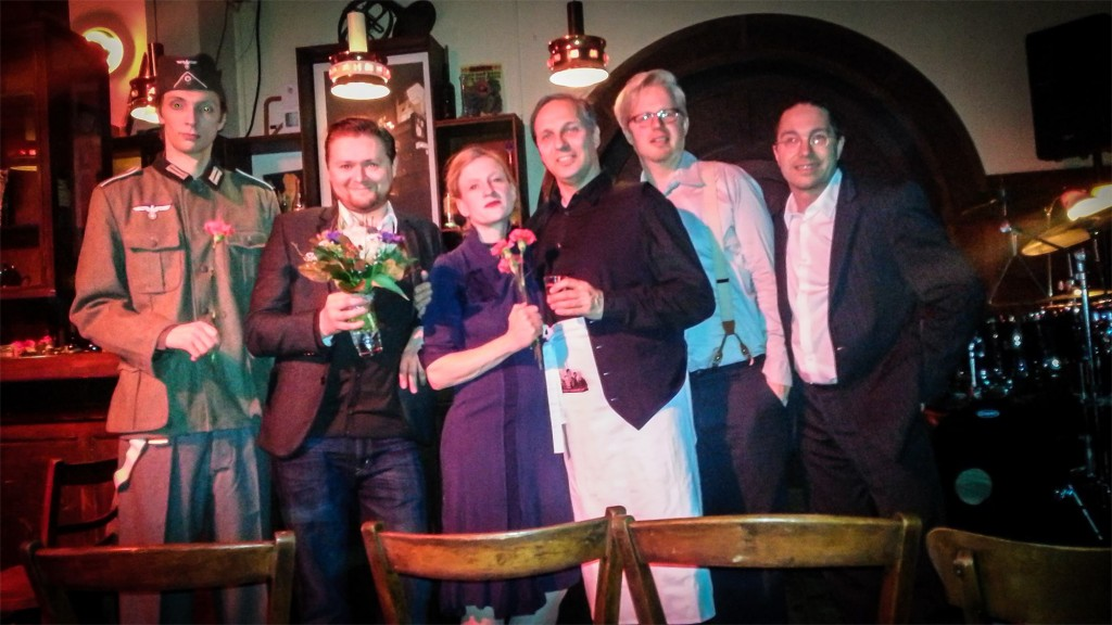 Alfred (August Geyler), Mentalist: Nico Haupt, Adele (Susanne Bolf), Adolf (Armin Zarbock), Pianist: Claudius Bruns, Schlagzeuger: Frank Berger